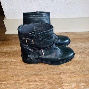 TOPSHOP black ankle booties
